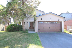 12 Chopin Crt, Whitby