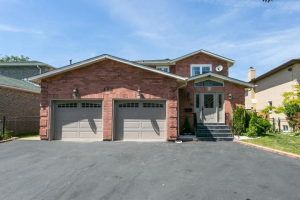 162 Twyn Rivers Dr, Pickering
