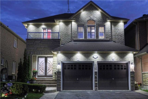 288 Queen Mary Dr, Brampton
