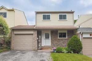 821 Finley Ave, Ajax