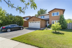 822 Queensbridge Dr, Mississauga