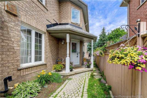 110 Pressed Brick Dr, Brampton