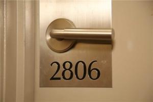 330 Burnhamthorpe Rd W, Mississauga