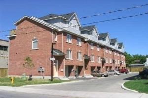 8 Grogan Mews, Toronto