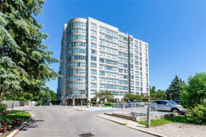 712 Rossland Rd, Whitby