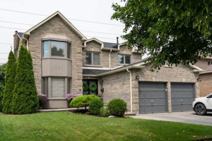 6 Flint Cres, Whitby