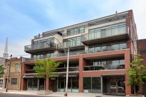 588 Annette St, Toronto