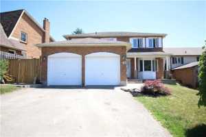 62 Hawley Cres, Whitby