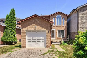 3 Goldring Dr, Whitby