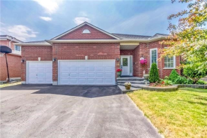 24 Lacey Dr, Whitby