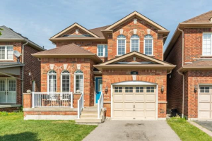 33 Cottage Cres, Whitby