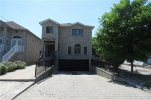 128 Clarence St, Vaughan