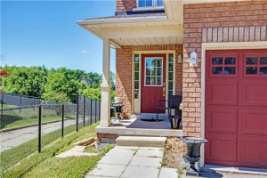 28 Fitzpatrick Crt, Whitby