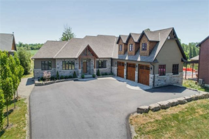 215 Summit Dr, Scugog