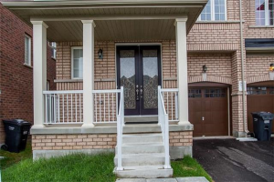 378 Royal West Dr, Brampton