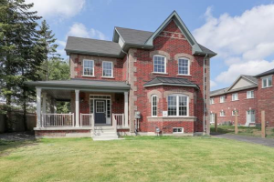 $1,199,000 • 78 Hollowgrove Blvd , Vales of Castlemore