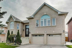 53A Bond Cres, Richmond Hill