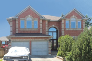 568 Rougemount Dr, Pickering