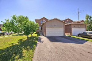 661 College Manor Dr, Newmarket