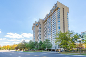 200 Robert Speck Pkwy, Mississauga