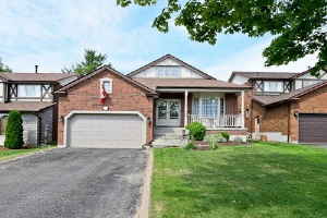 938 Alanbury Cres, Pickering