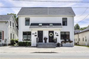 264 Robinson St, Oakville