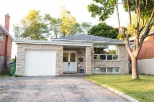 236 Elmhurst Dr W, Toronto