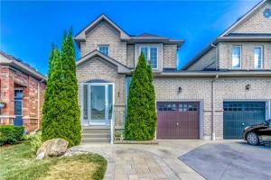112 Fencerow Dr, Whitby