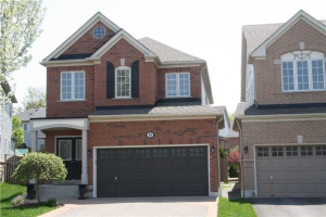 21 Lonsdale Crt, Whitby