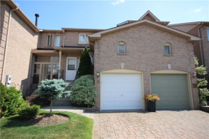 70 Pinebrook Cres, Whitby