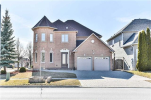 2 Henricks Cres, Richmond Hill