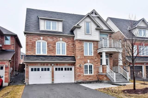32 Mae Brooks Dr, Newmarket