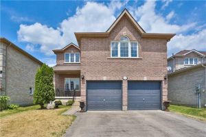 4 Lamont Cres, Barrie