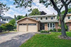 622 Cowan Circ, Pickering