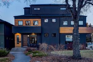 739 22 AV NW, Calgary