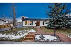 327 HUNTRIDGE RD NE, Calgary