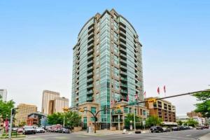 #308 788 12 AV SW, Calgary