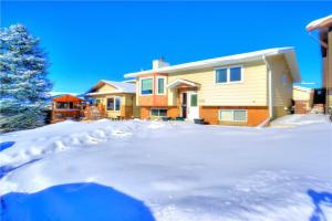 208 MCKINNON CR NE, Calgary