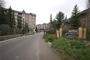 #206 10 DISCOVERY RIDGE CL SW, Calgary