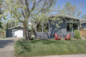 6323 LOMBARDY CR SW, Calgary