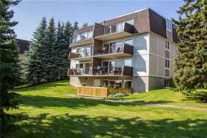#302 332 Cedar CR SW, Calgary